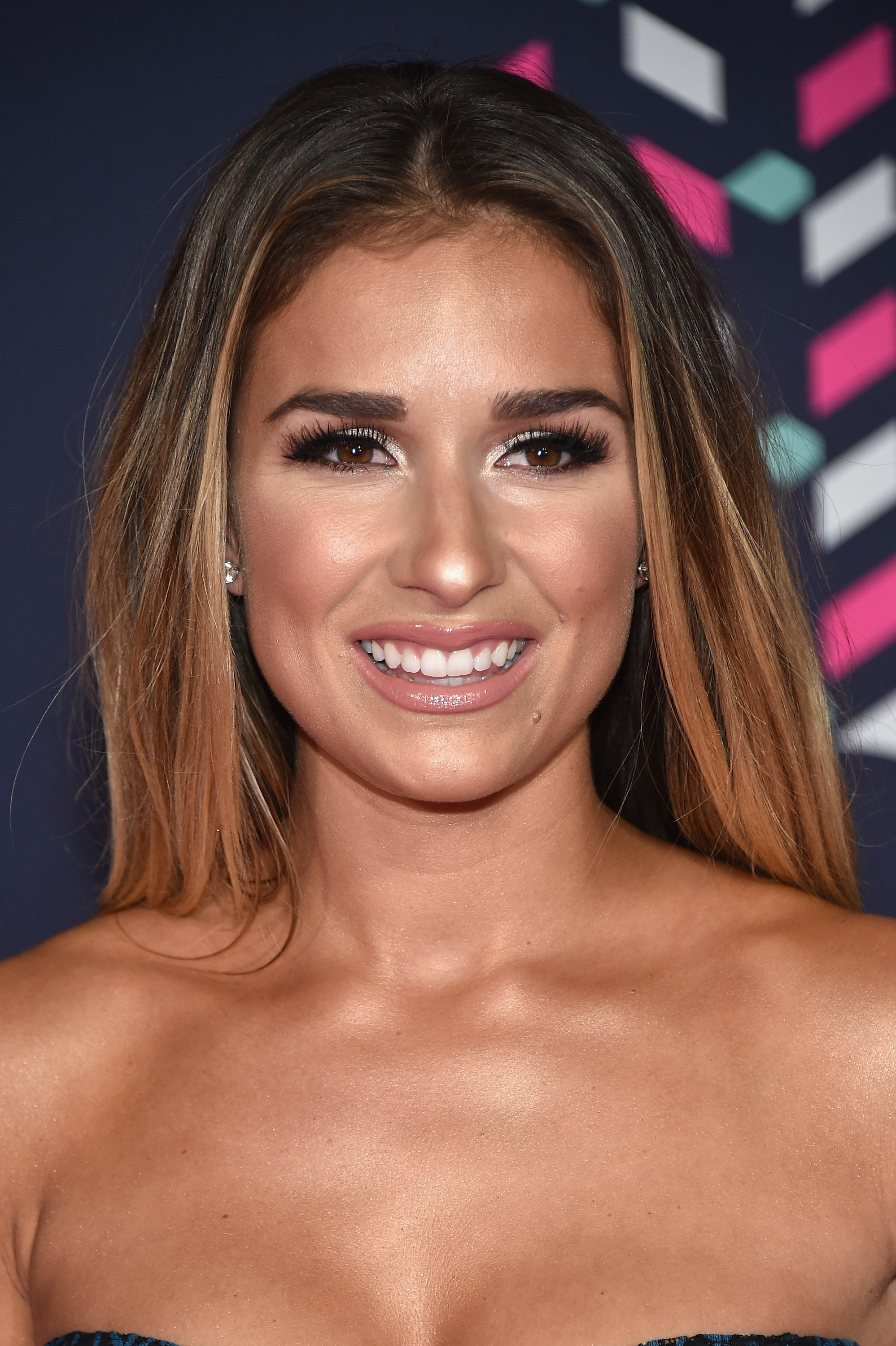 Where To Buy Jessie James Decker's Lip Kit For The Perfect ...