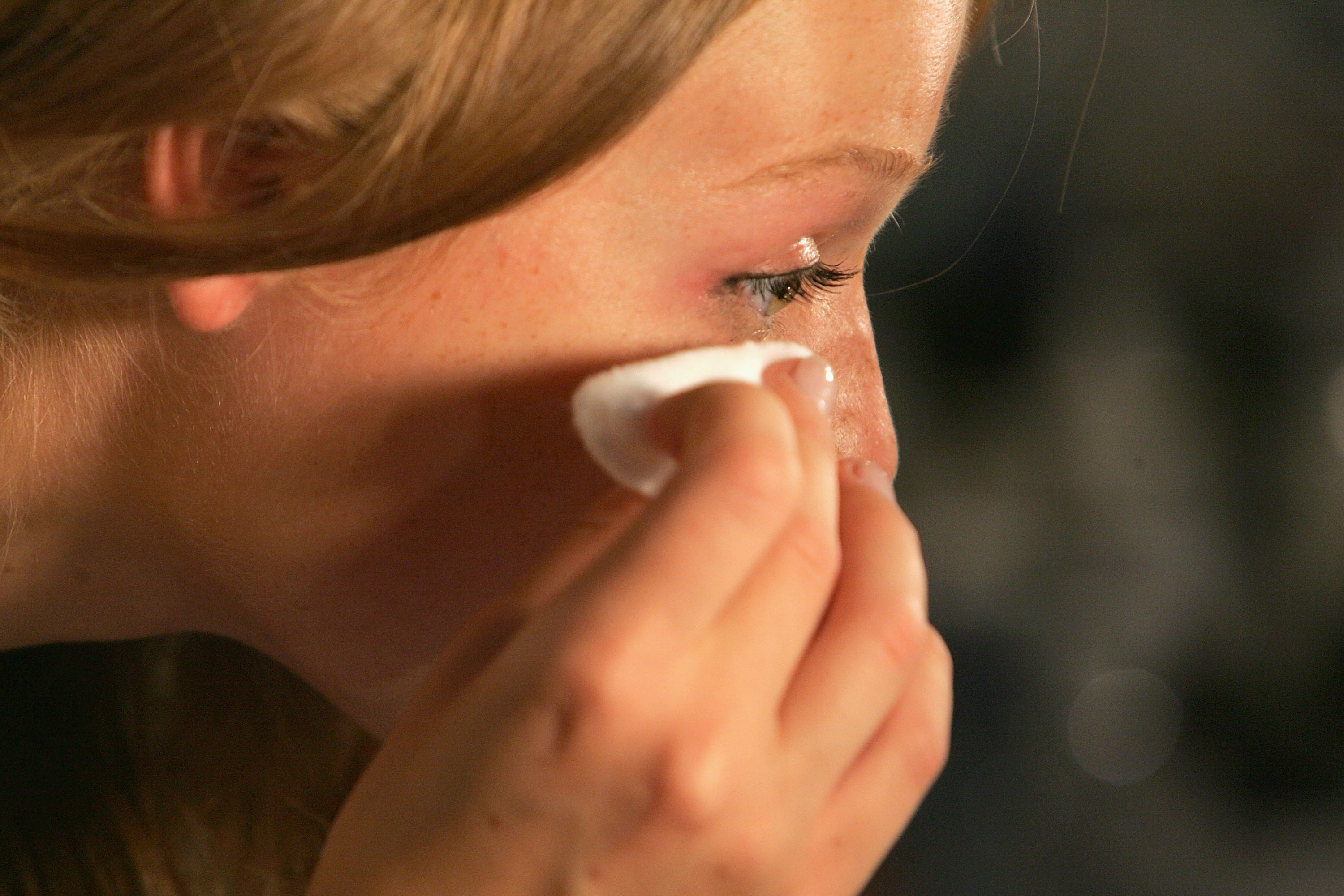 Are Makeup Remover Wipes Bad For Your Skin The Experts Explain - Is-makeup-bad-for-your-skin