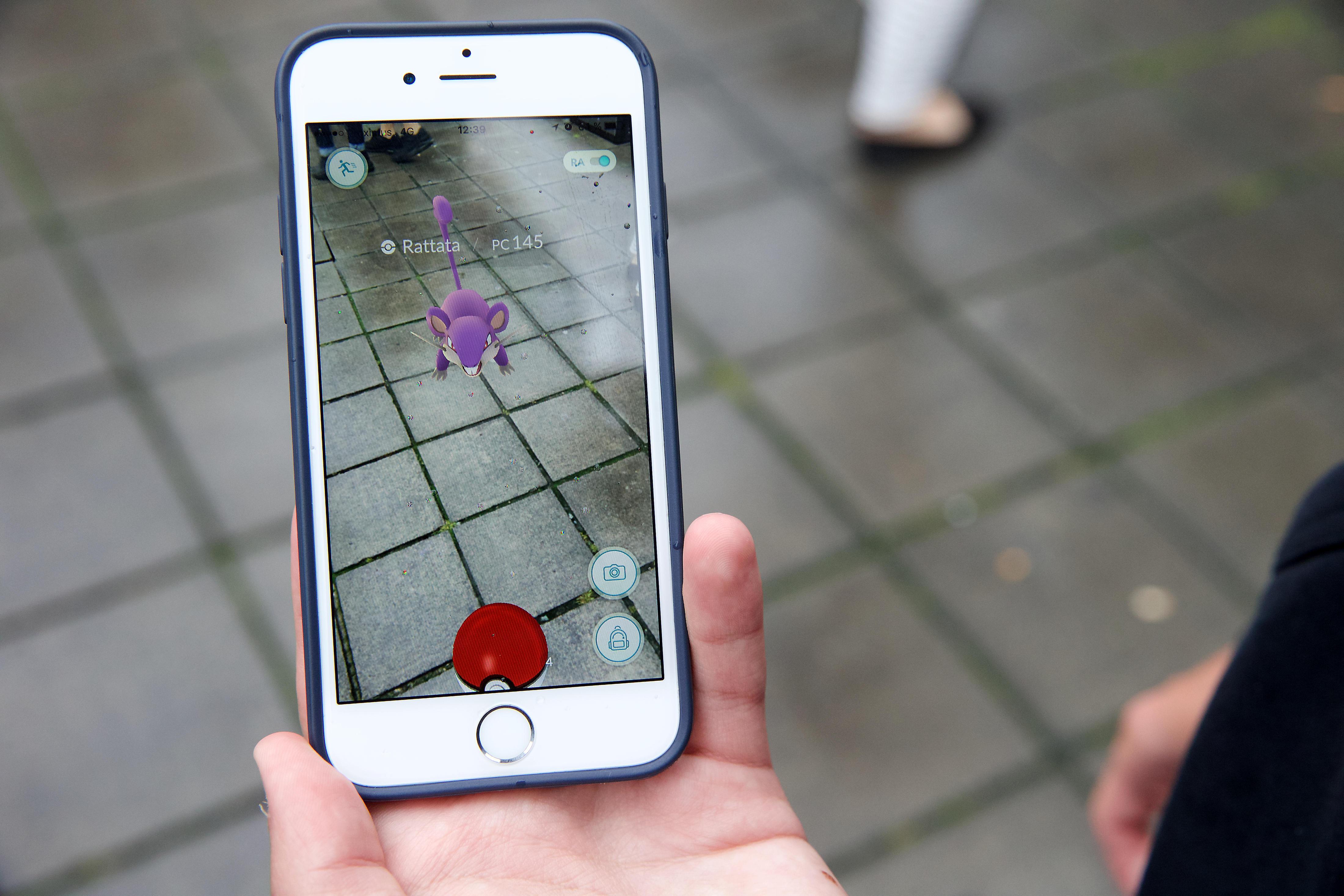 download pokemon mobile phone