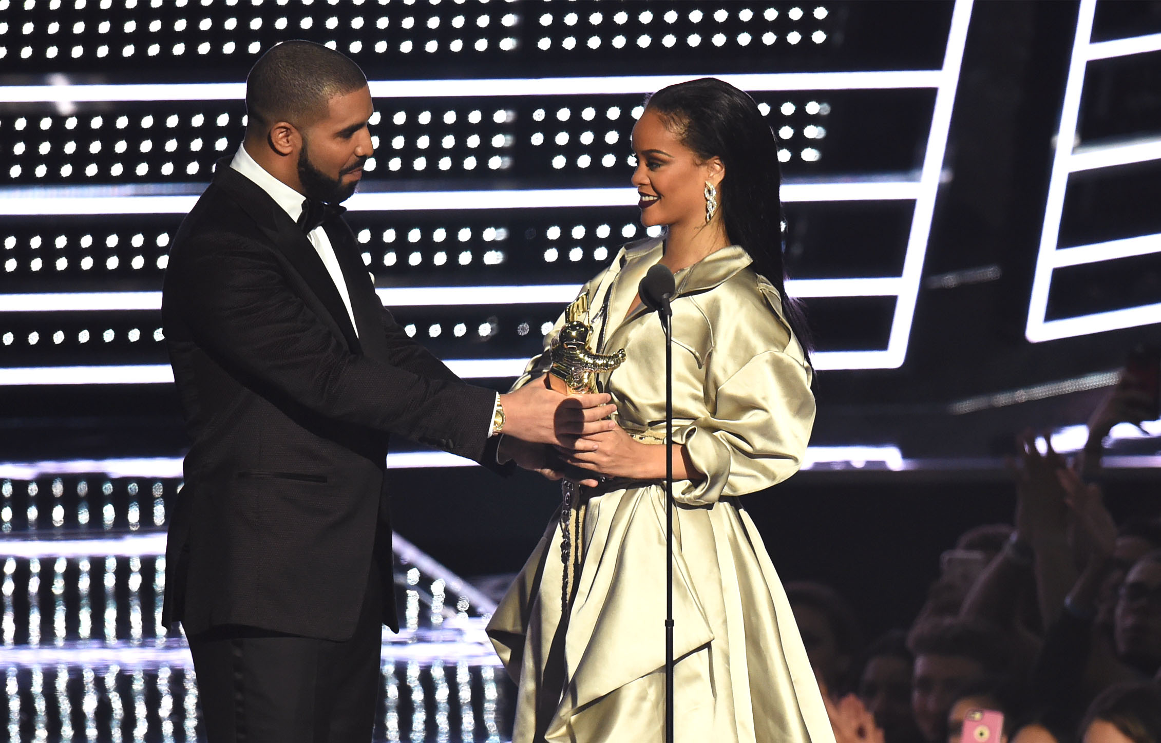 rihanna and drake dating 2016 what does it mean when you are dating someone in a dream