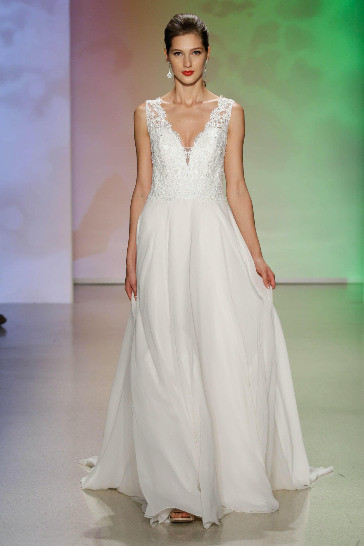 Aurora Wedding Dress 18 Cute Aurora
