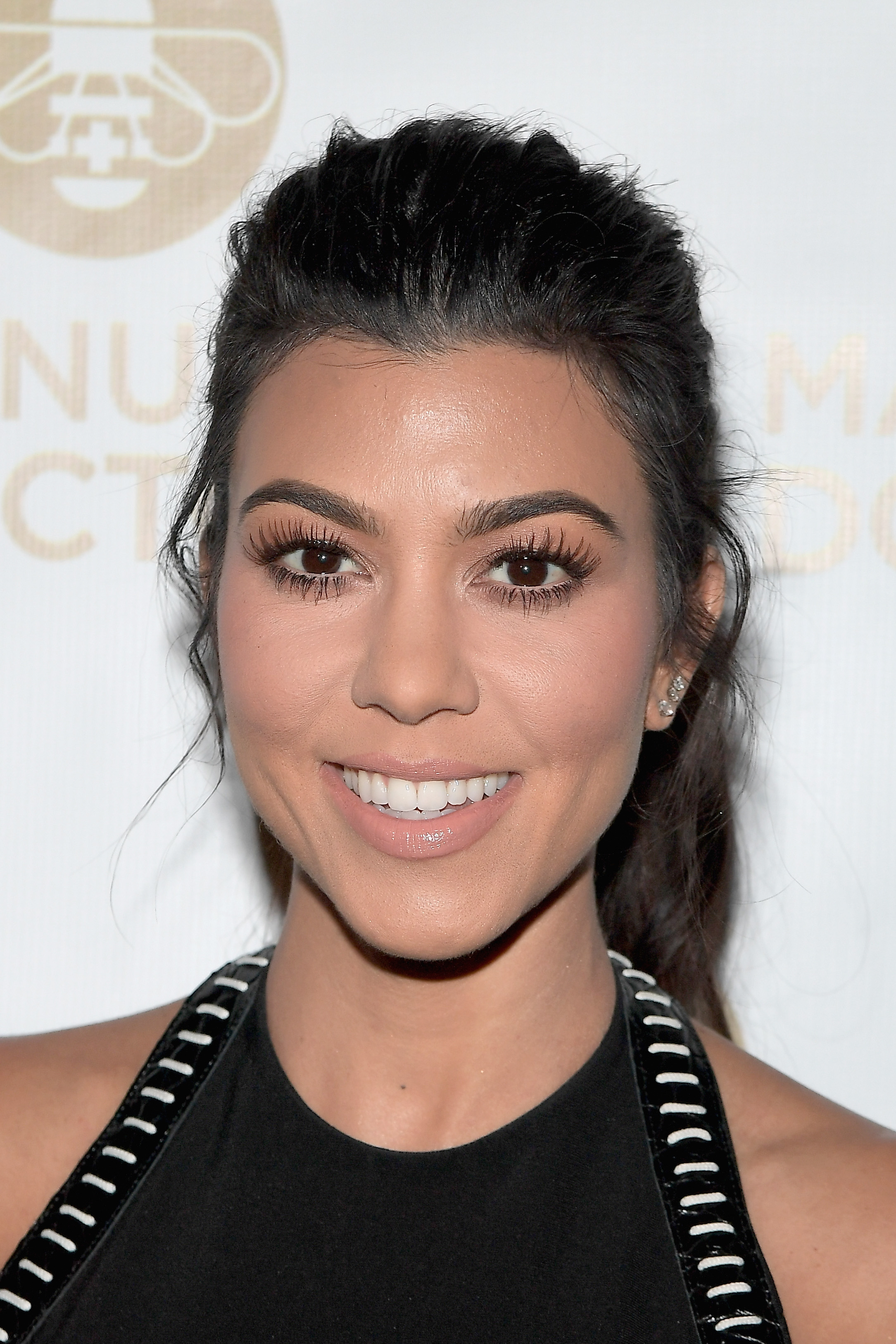 Kourtney Kardashian S Secret To Making Her Eyes Pop Will