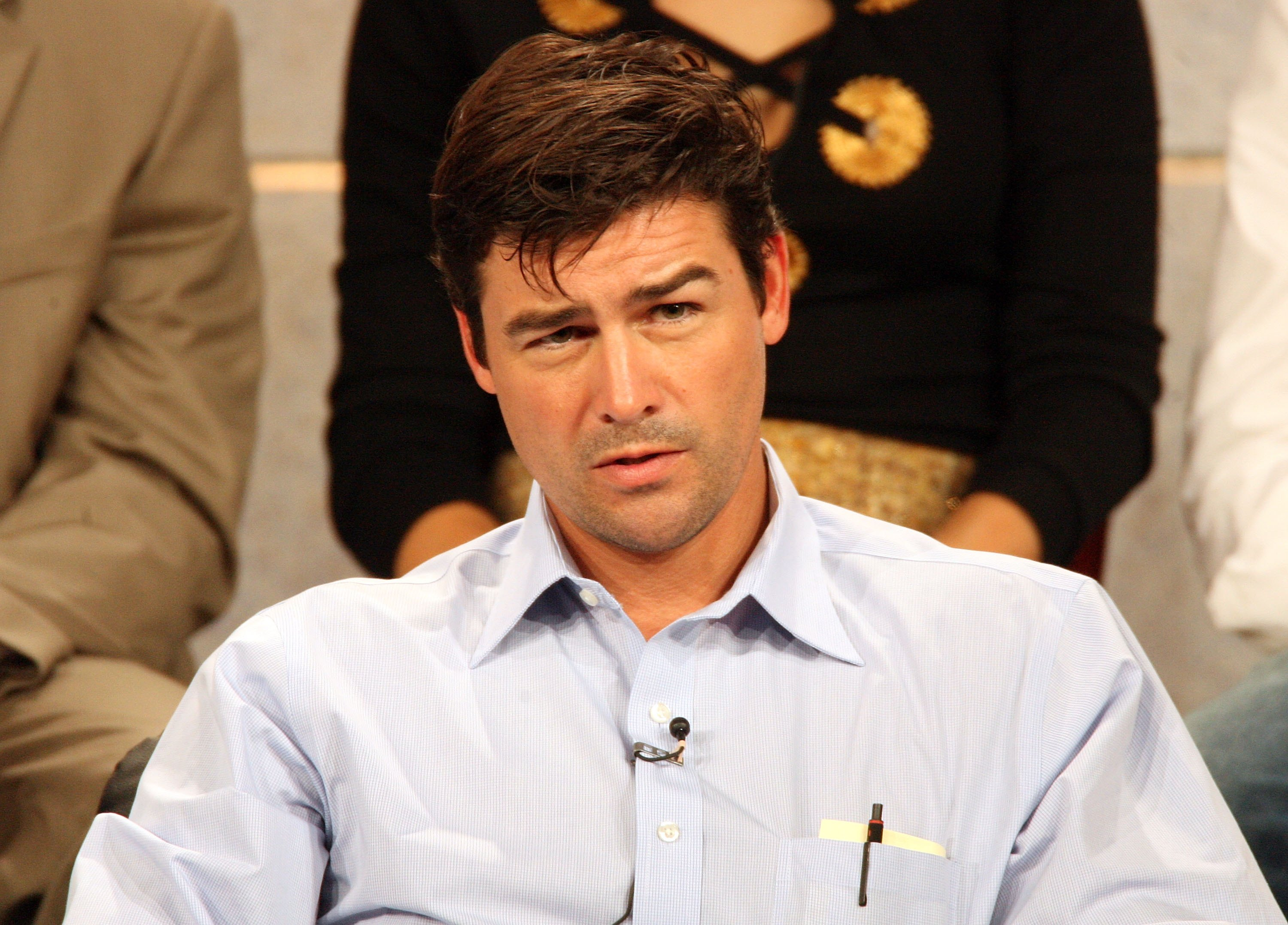 Grey\'s Anatomy\' Turns 10 — And Kyle Chandler\'s Bomb Squad Guy is ...
