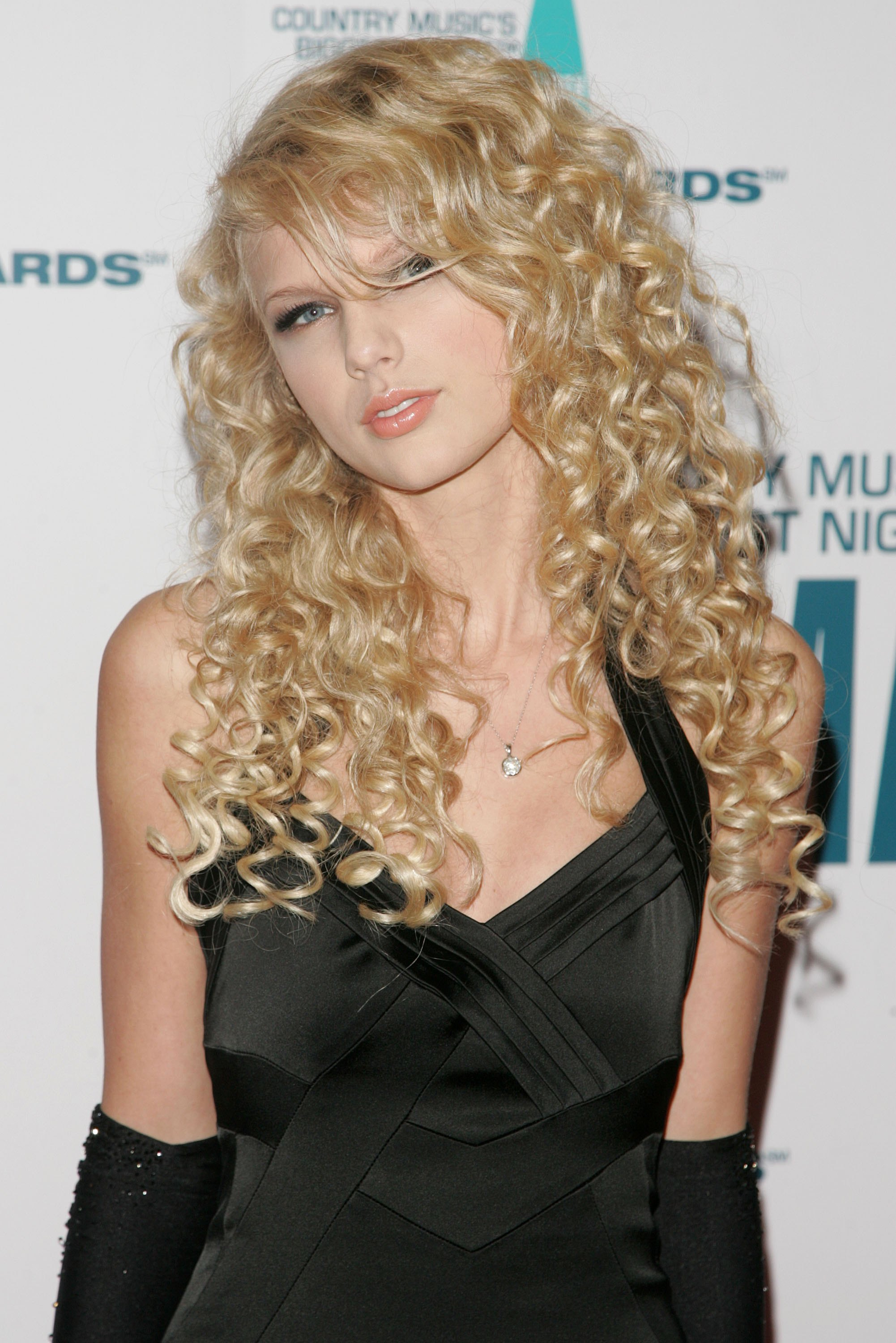 Taylor Swift S 8 Year Transformation From Country Princess To Full Blown Pop Star Videos