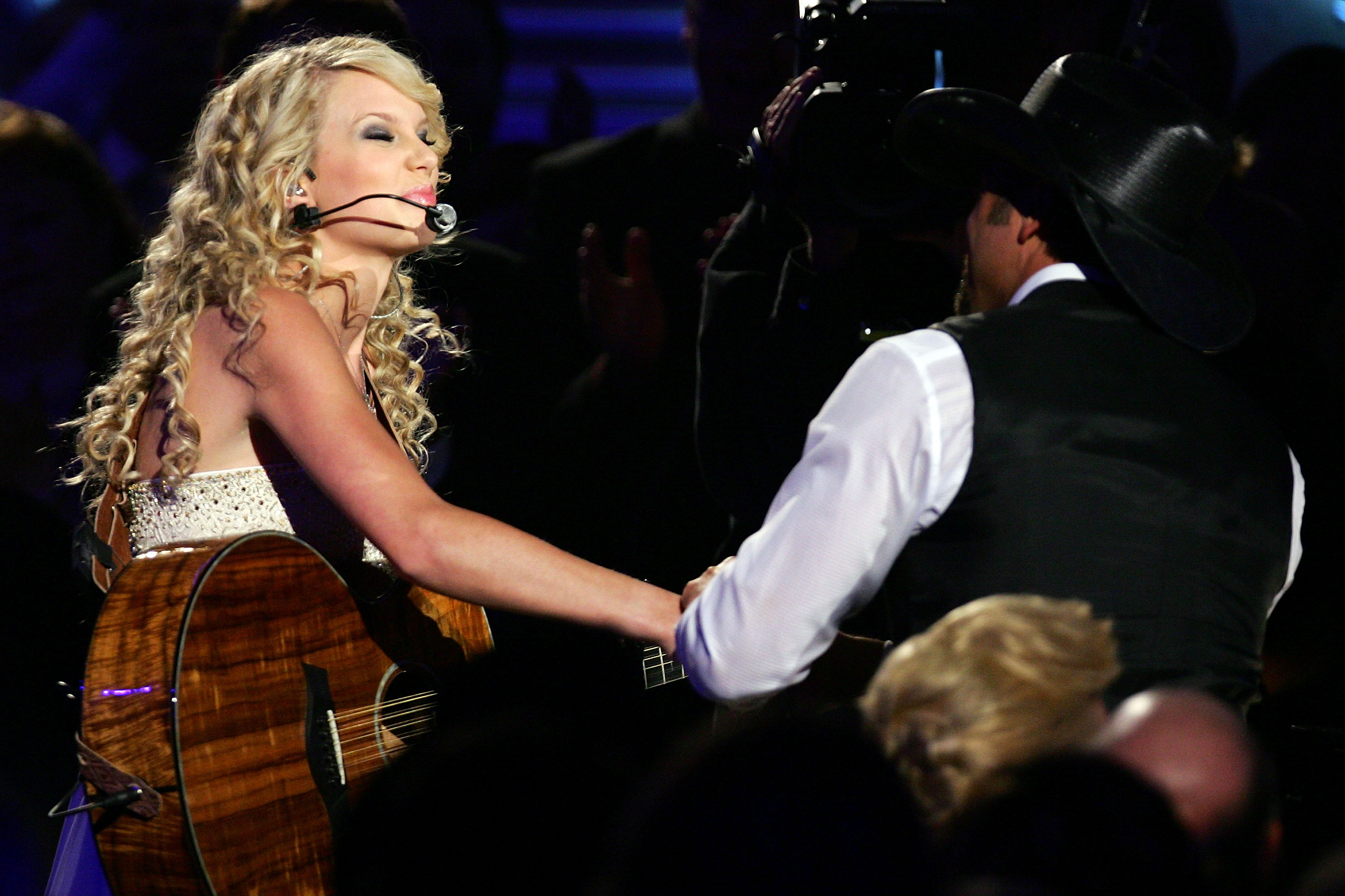 9 Renditions Of Tim Mcgraw By Taylor Swift In Honor Of A Very Important T Swift Anniversary Videos