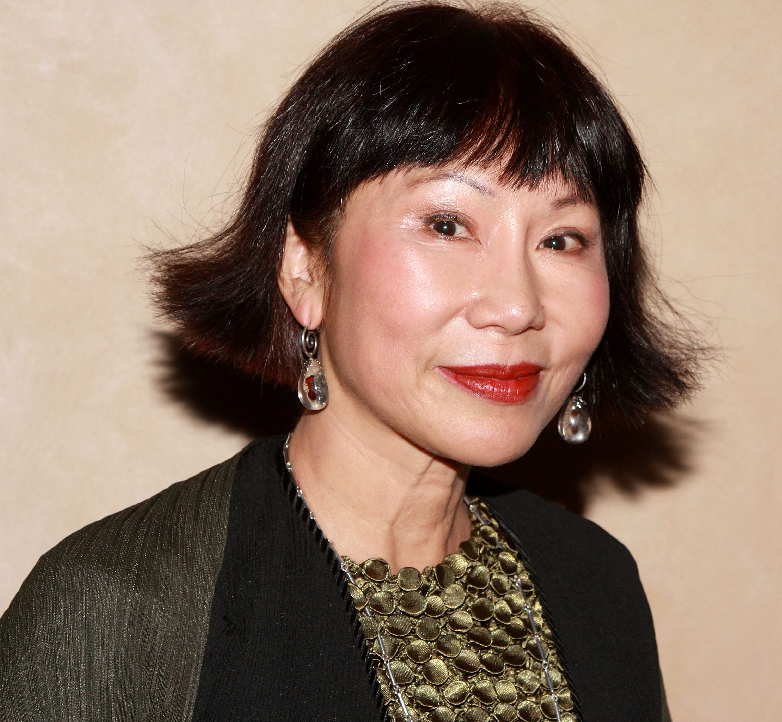 amy tan richard rodgriguez 4 what do the pieces you read by richard rodriguez, amy tan, and julia alvarez illustrate about the immigrant experience in twentieth-century america how are the children in these works different from their parents us.