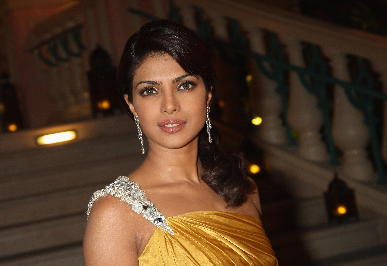 Priyanka Chopra Is Guess First Indian Model Hollywood Take Note
