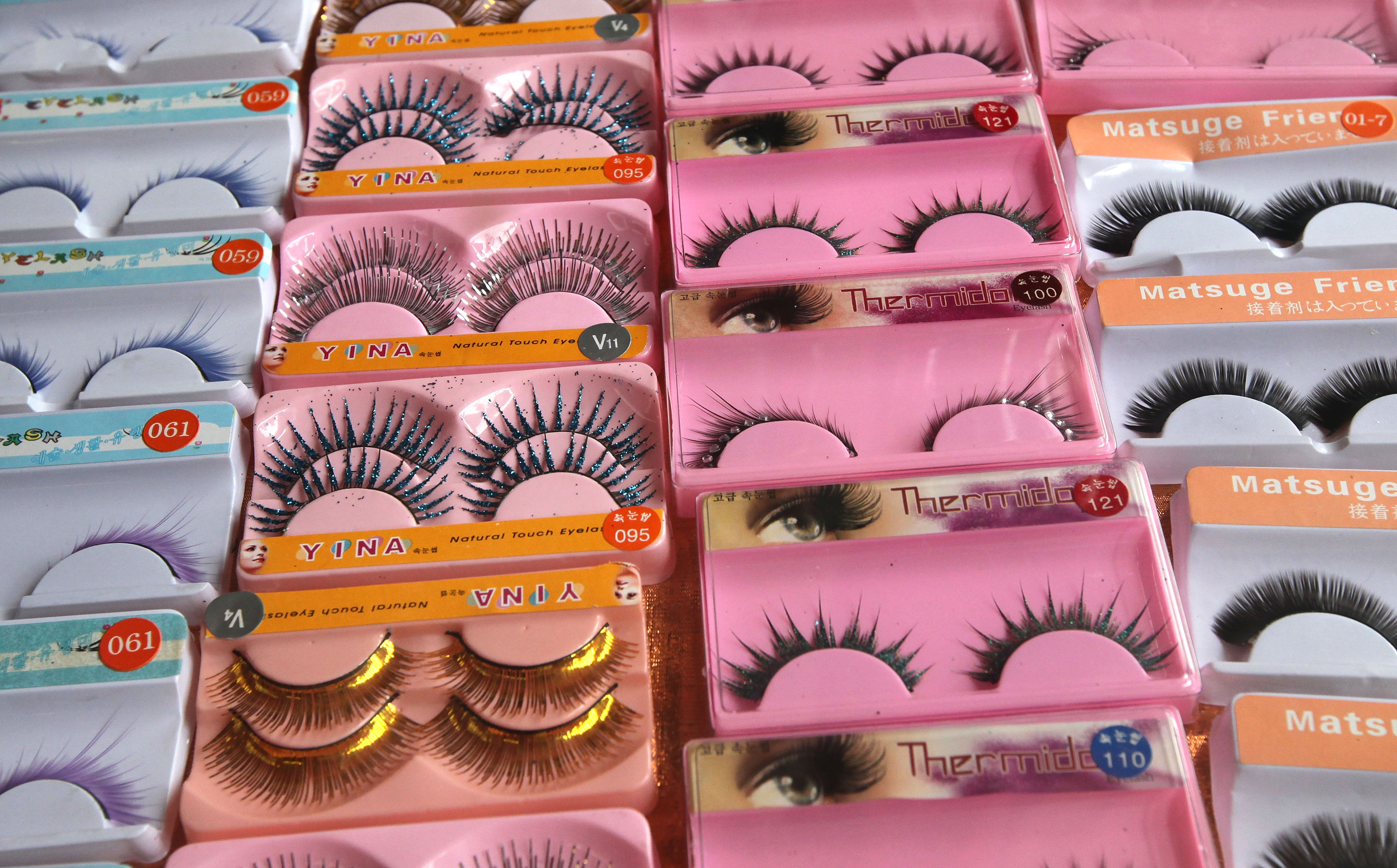 The 10 Emotional Stages Of Wearing False Eyelashes For The First