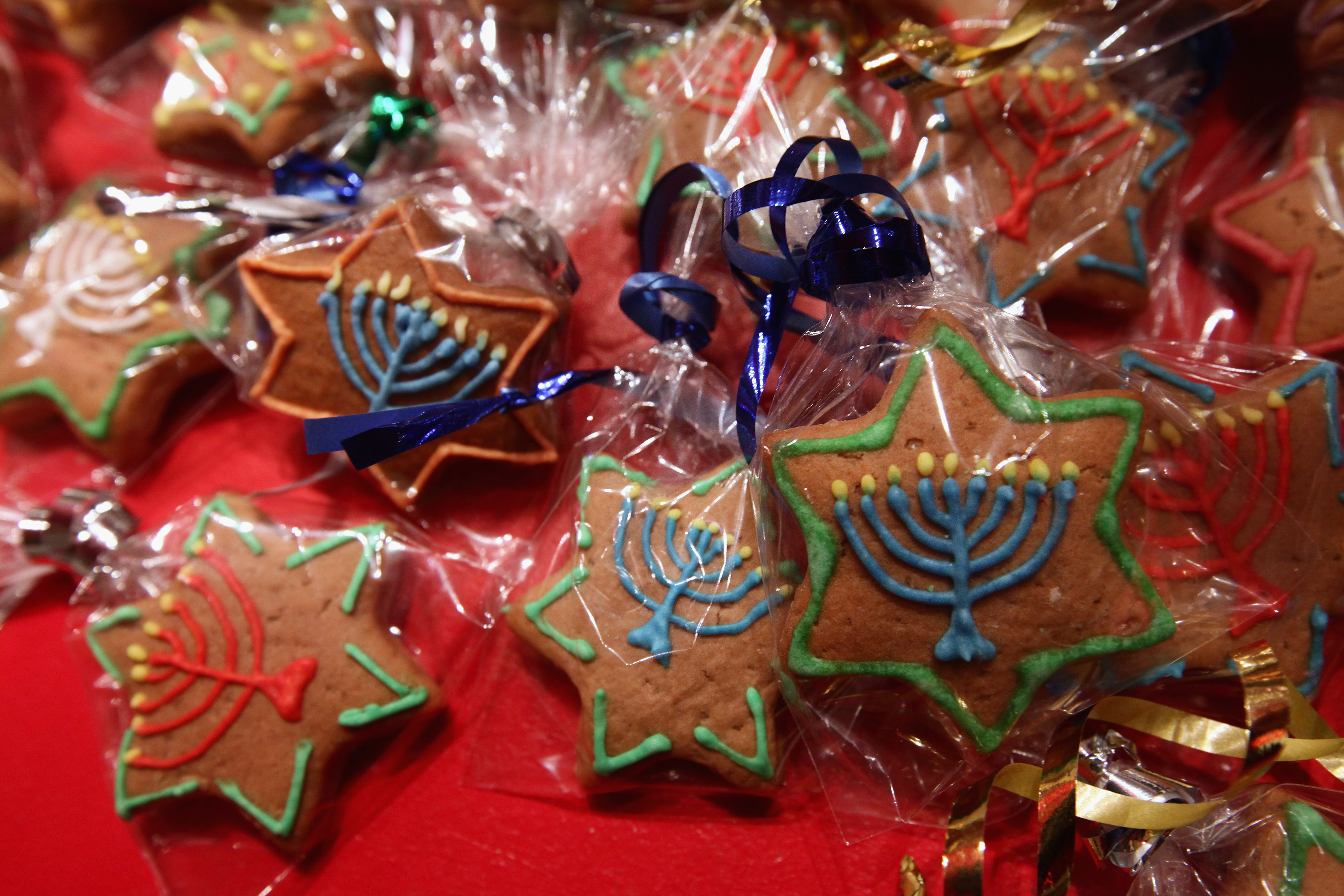 im a jew who celebrates christmas and not hanukkah is there anything wrong with that - Who Celebrates Christmas