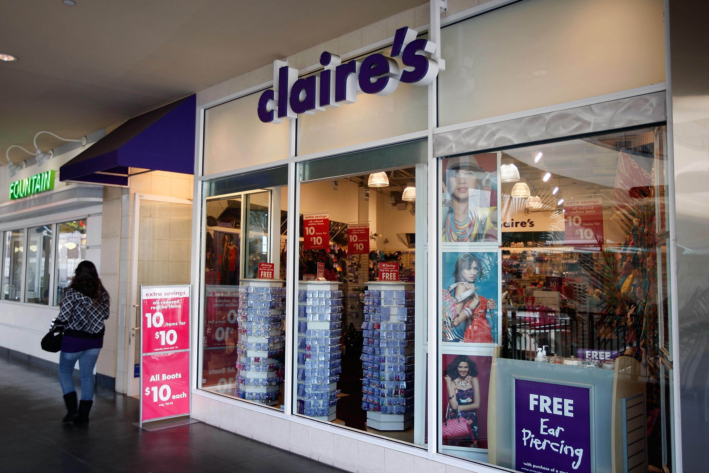 3 easy halloween costumes you can get at claire's, from spider girl