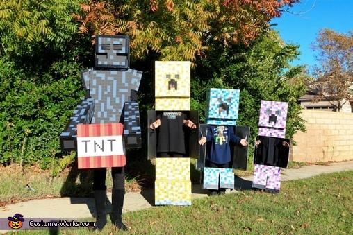 23 fantastical group halloween costumes for celebrating with all 23 fantastical group halloween costumes for celebrating with all your coolest friends solutioingenieria Choice Image