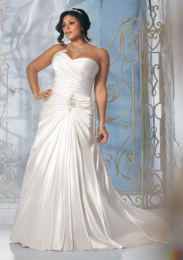 25 Stunning Plus Size Wedding Dresses For Every Style Of Nuptial Affair