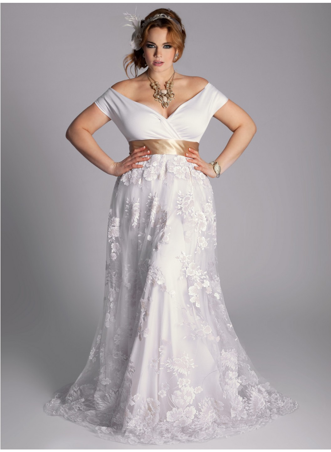 158d5b429add2 25 Stunning Plus-Size Wedding Dresses For Every Style Of Nuptial Affair