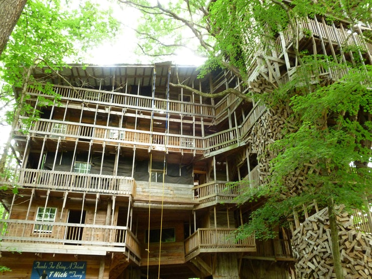this massive structure is more like a world class resort than a treehouse the ministers treehouse in tennesse is one of the worlds biggest - Biggest Treehouse In The World 2017