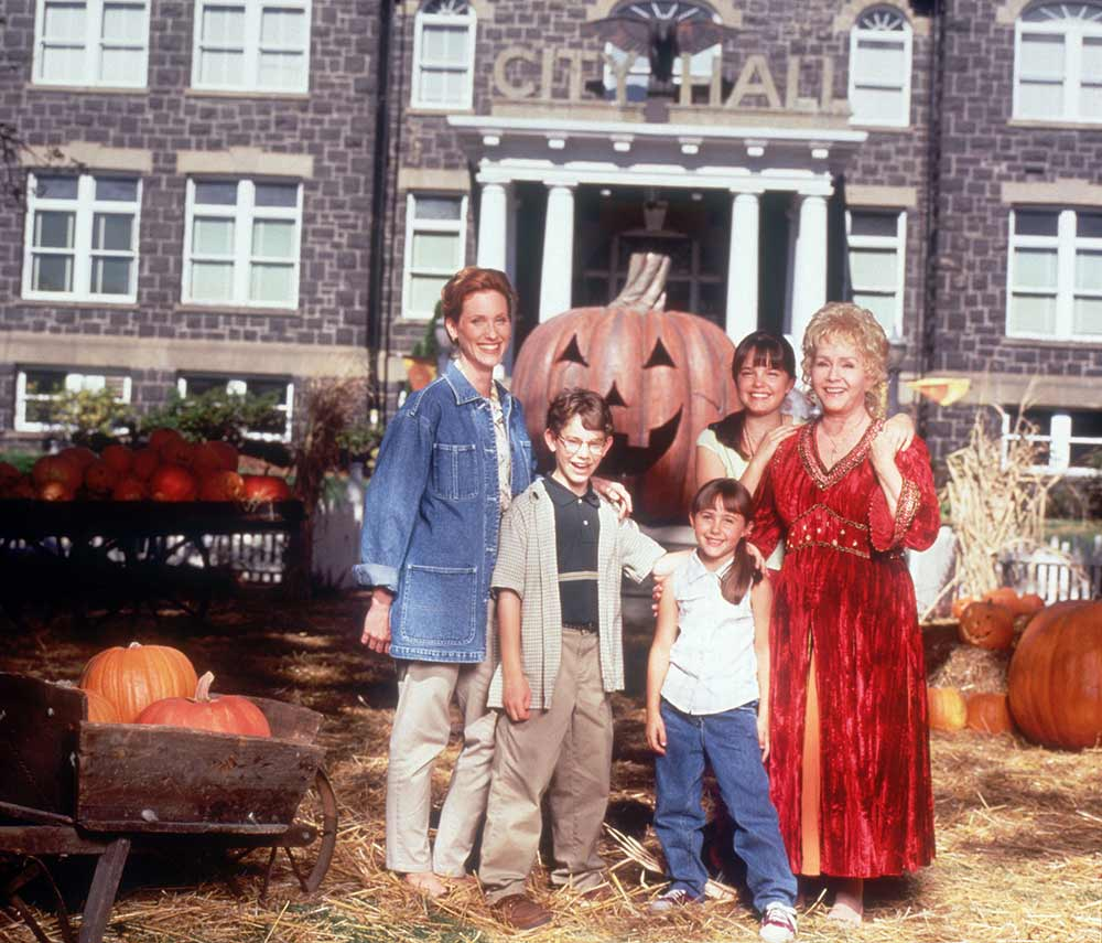 How To Watch 'Halloweentown' This Halloween So You Can Relive Your ...