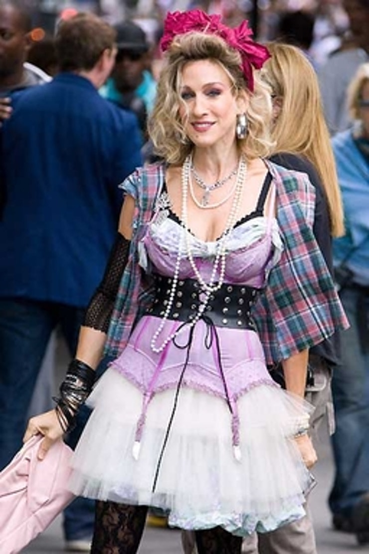 Carrie Bradshaw The 36 Most Memorable Carrie Bradshaw Outfits On Sex And The City