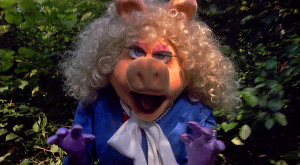 7 Times Miss Piggy Proved Herself the Most Fabulous and Fashionable