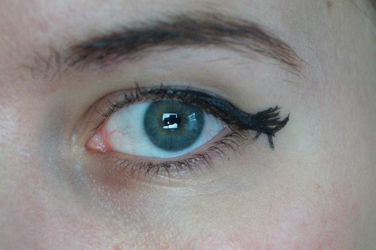10 Genius Eyeliner Hacks for Lazy, Broke, or Clumsy Girls