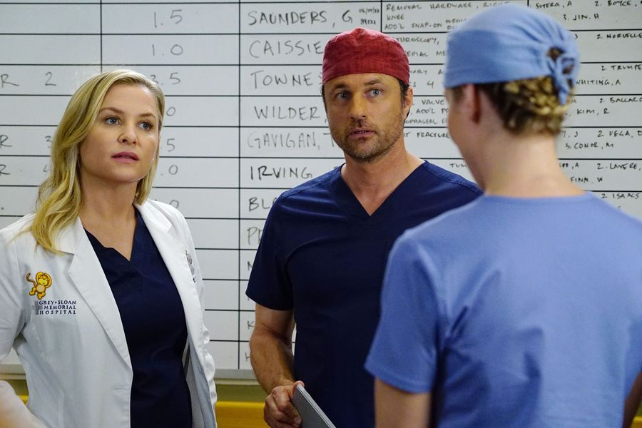 Who Will Get Fired On Greys Anatomy Everyones Job Could Be In