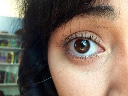 how to use eyelash curler steps. hack #3: applying mascara while curling lashes how to use eyelash curler steps