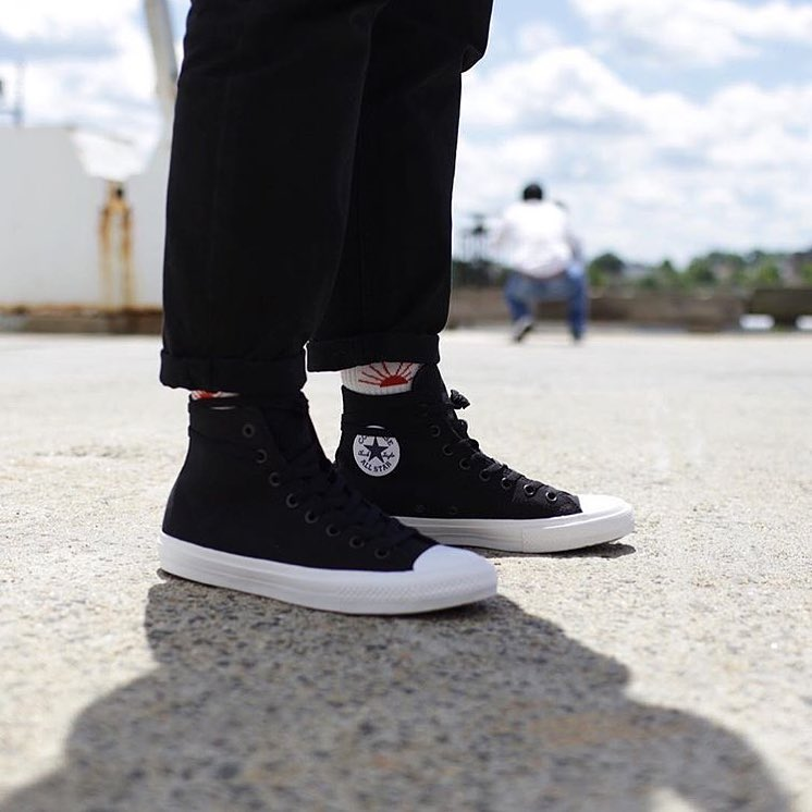 converse chuck ii on feet